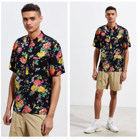 UO Liam Organic Floral Short Sleeve Button-Down